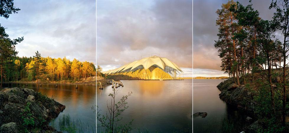 <strong>Ilkka Halso: <em>Museo II</em></strong><br /> 2005, 68 x 150 cm (koko triptyykki), kromogeeninen värivalokuva alumiinille pohjustettuna.<br /> Kuva: Ilkka Halso.