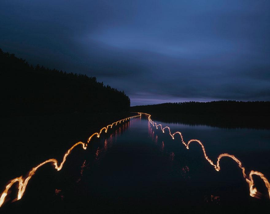 <p><strong>Pekka Luukkola: <em>Rowing II</em></strong><br /> 2009, 100 x 128 cm, pigmenttimustevedos alumiinille.<br /> Kuva: Pekka Luukkola.</p>